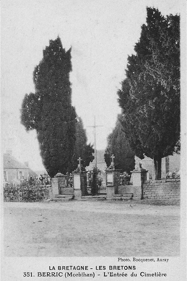 BERRIC - L'entrée du cimetière, prise 1930